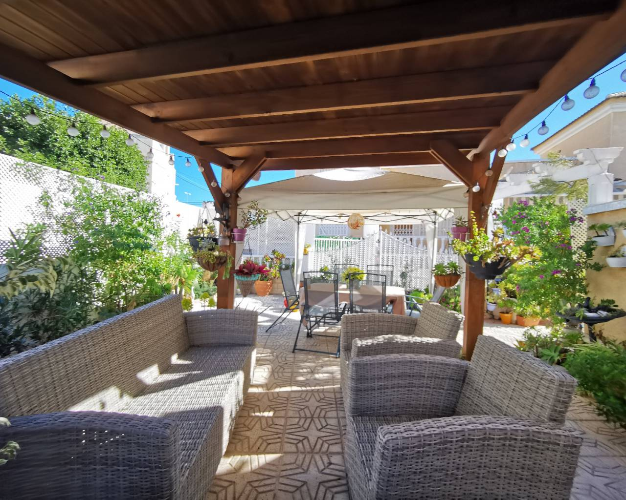 garden area of house for sale guardamar
